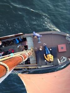 Wie wil er in de mast worden gehesen?